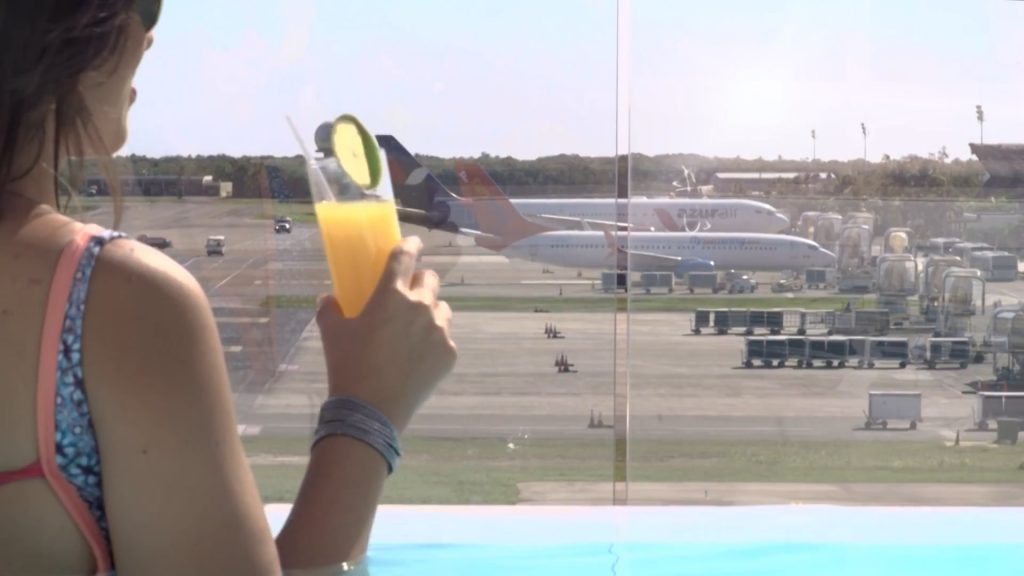 VIP-lounge pool-airport-punta-cup