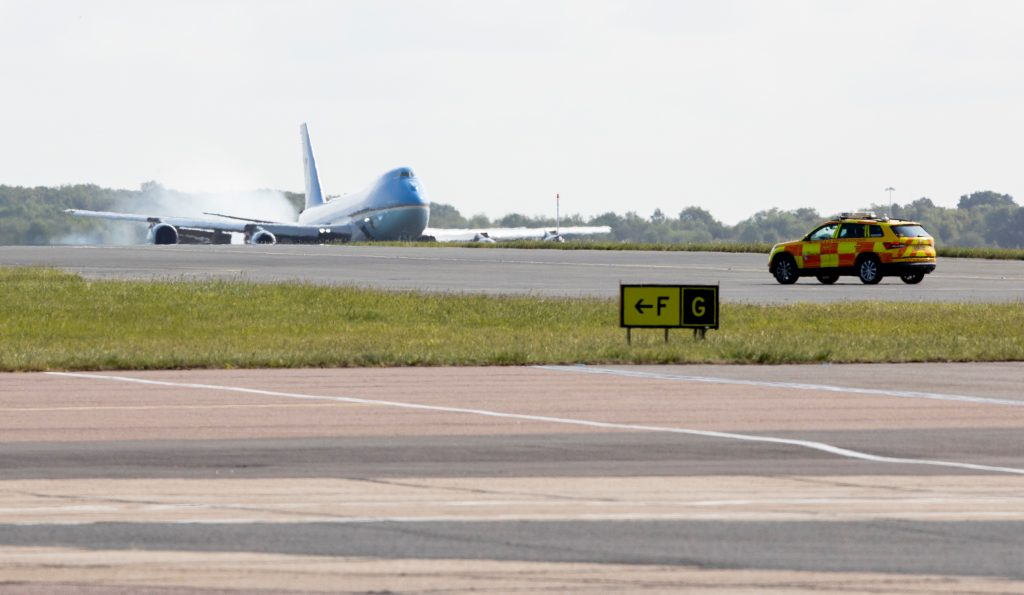 air-force-one-touchdown-londra