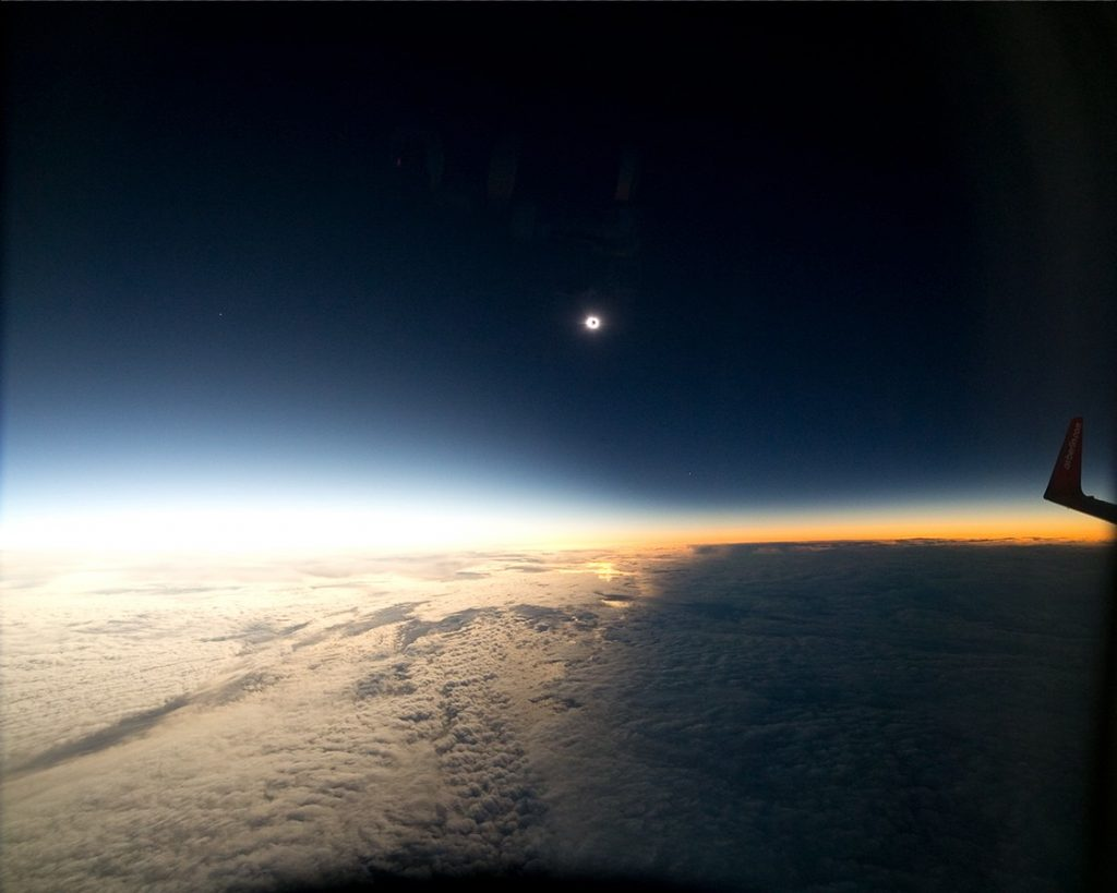 total-eclipse-sun-2iulie-photographed-plane-2