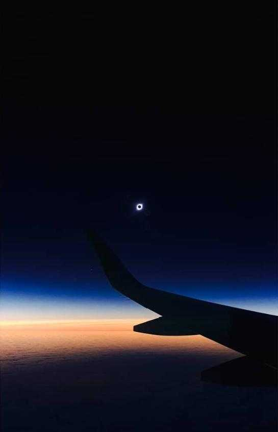 total-eclipse-sun-2iulie-photographed-plane-4