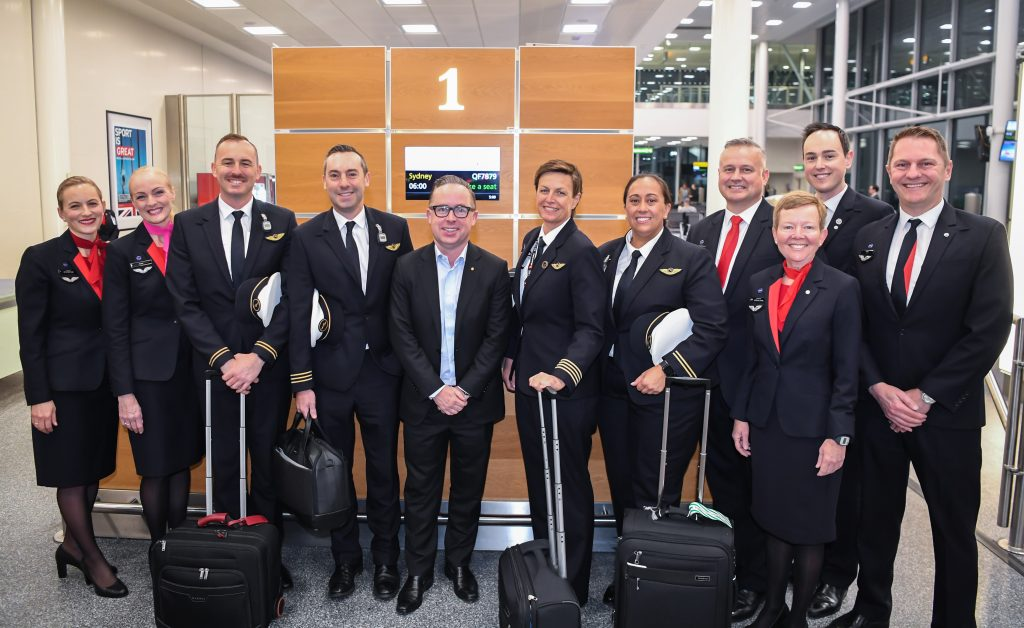 crew qantas flight london-sydney