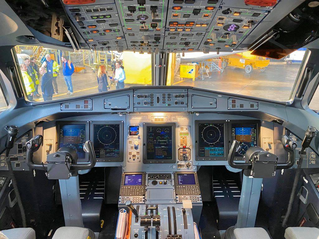 cockpit atr 72-600 tarom