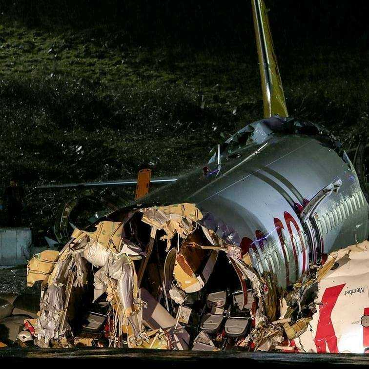 accidente aviatico estambul boeing 737-800 pegasus