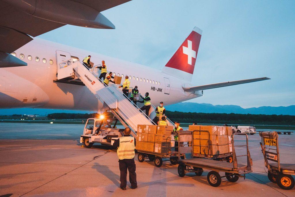 Boeing 777-300ER-swiss-baratos-cargo