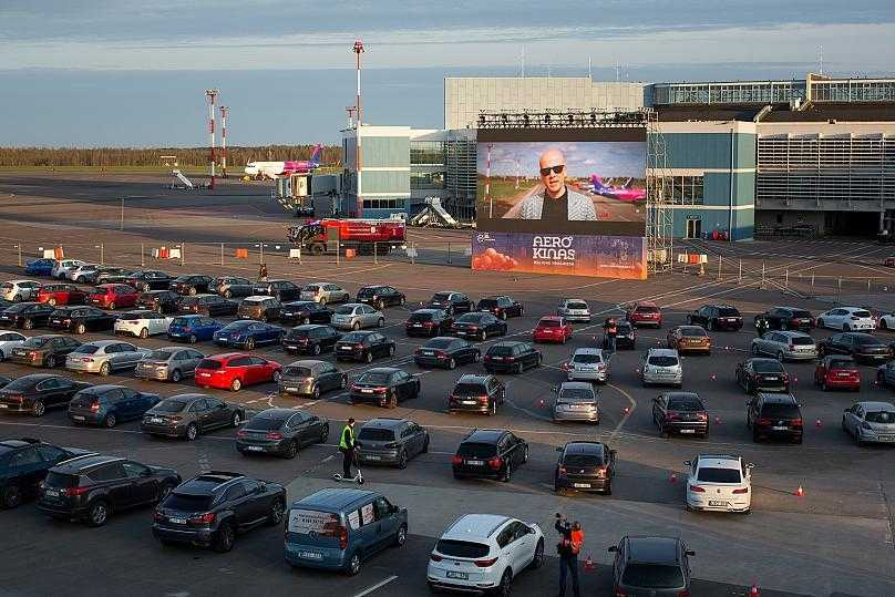 Flughafen Vilnius in Kino-Drive-In umgewandelt (Foto / Video)