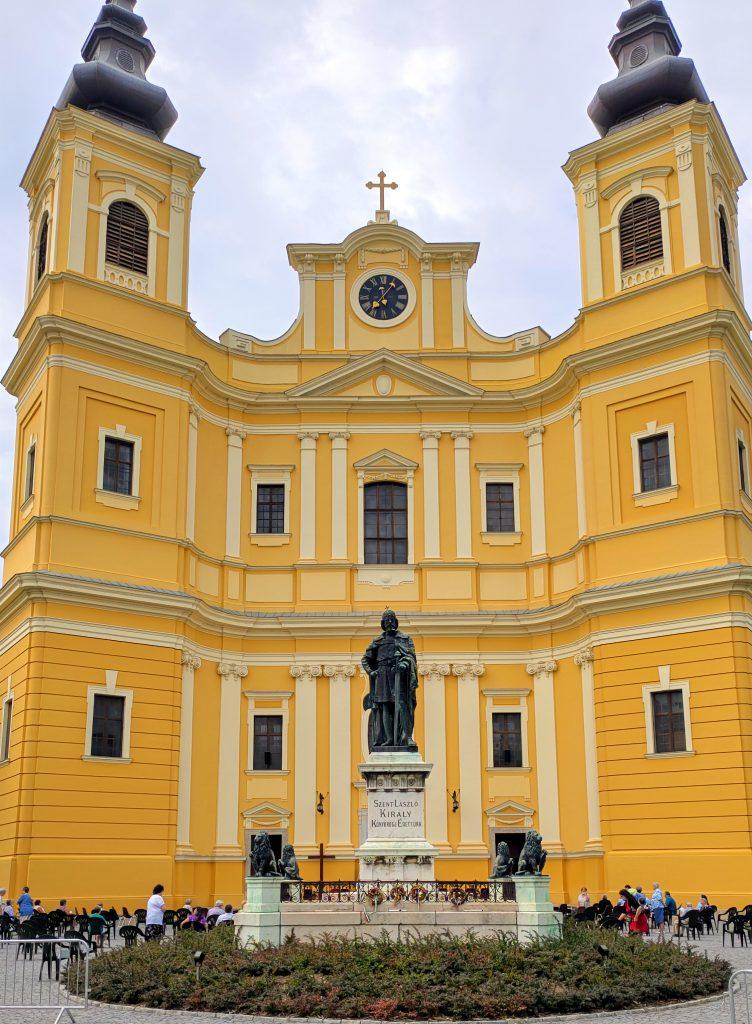 City Break Oradea: eine farbenfrohe Stadt mit vielen spektakulären Jugendstilgebäuden. Noch ein Rumänien!