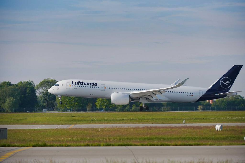Lufthansa-the-longest-flight-passenger-explorers-polar-board-1