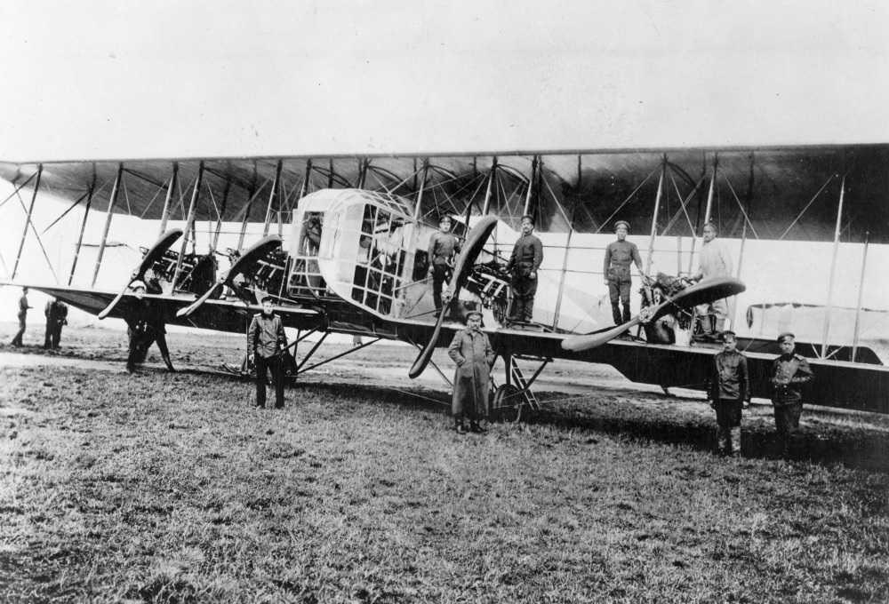 26. Februar-in-Aviation-russischer-Ingenieur-Igor-Sikorsky-führte-die-ersten-Passagierflüge-1