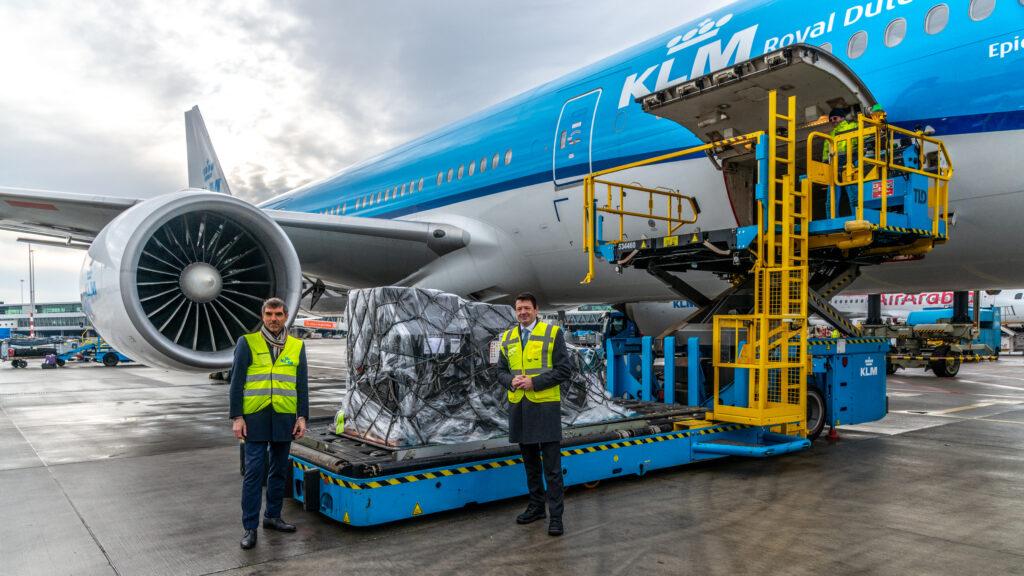 KLM-ha-comenzado-a-entregar-la-vacuna-Pfizer-a-la-parte-del-Caribe-del-Reino-de-los-Países Bajos-1