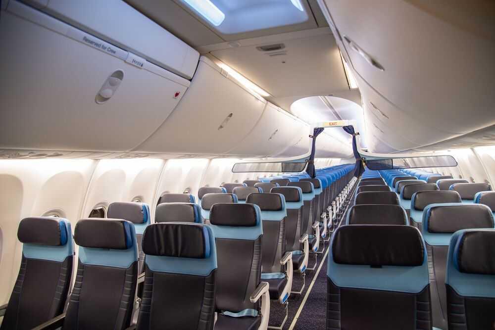 KLM modernizează interiorul a 14 avioane Boeing 737-800