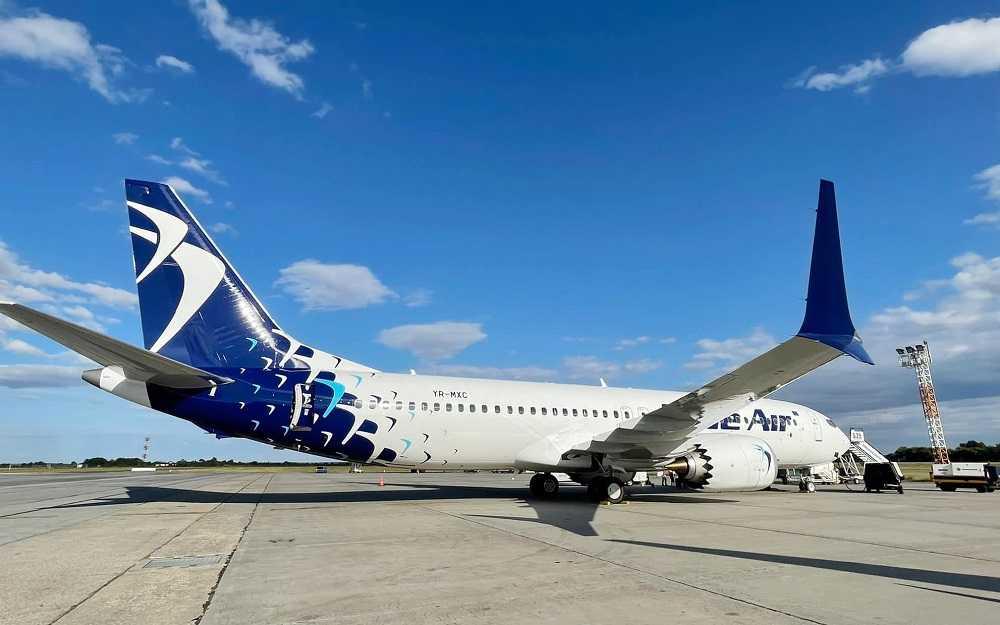 Boeing-737-MAX-8-Azul-Air-YR-MXC